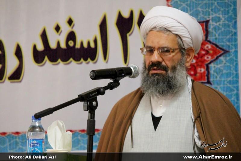 خانوادههای شهدا چشم چراغ ملت ایران هستند/ هیچچیزی بهاندازه شهادت مهم نیست