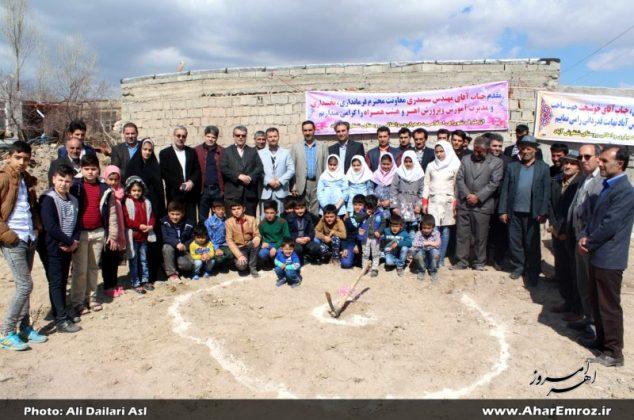 تصویری/ کلنگ زنی اولین مدرسه خیرساز استان در سال ۹۶ در روستای شنقوش آباد اهر