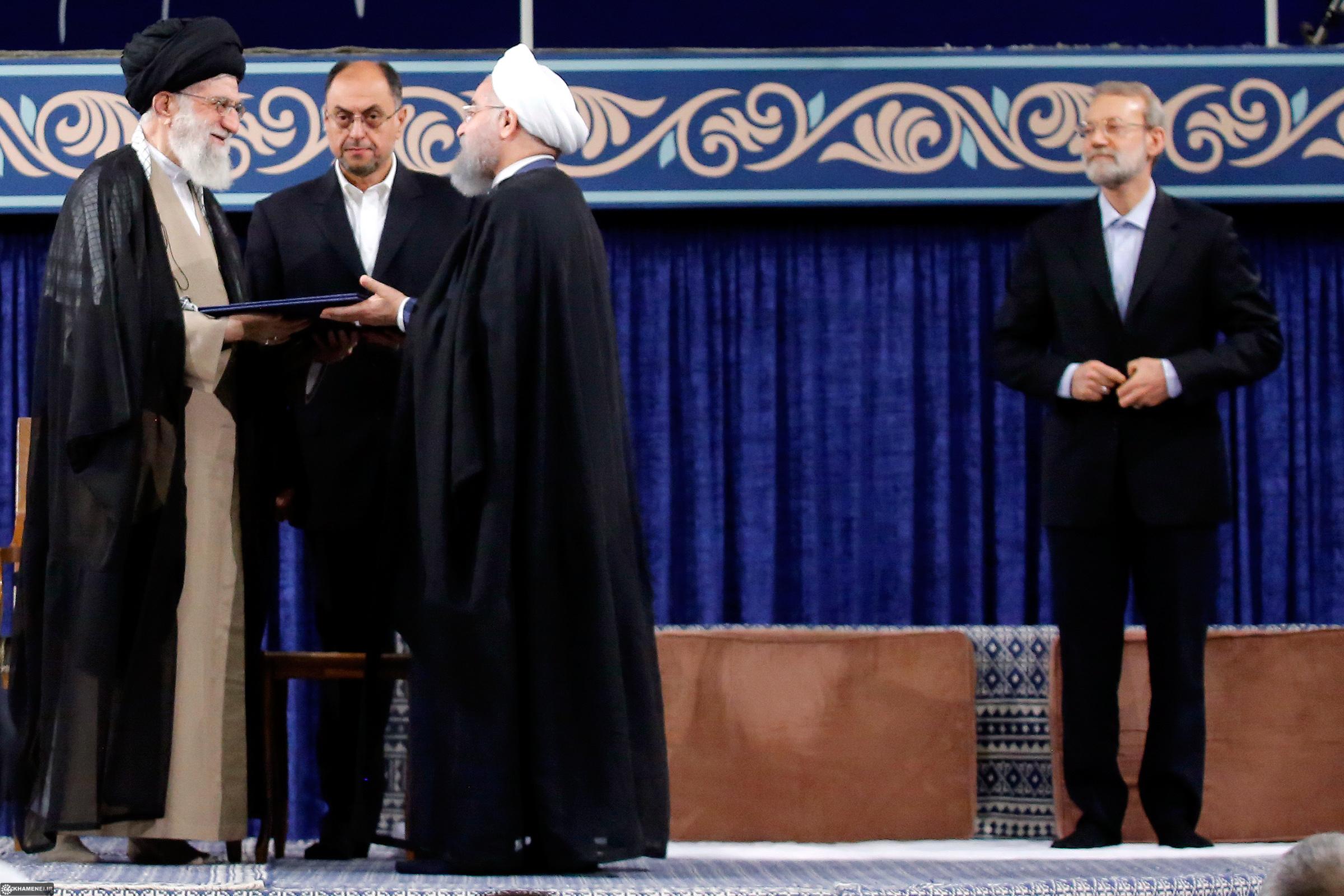 امام خامنهای حجتالاسلام روحانی را به ریاستجمهوری منصوب کردند + متن حکم تنفیذ