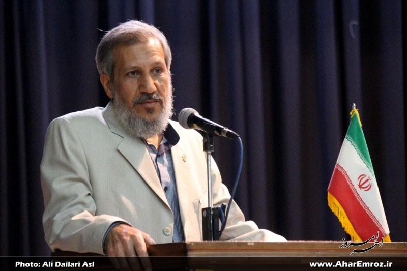 مرحوم رحیم غفاری بدون هیچ چشمداشتی در نشریه شهاب اهر قلمفرسایی میکرد