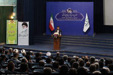 تعدادی از نمایندگان در اعتراض به عدم حضور وزیر کشور، مراسم معارفه استاندار را تحریم کردند