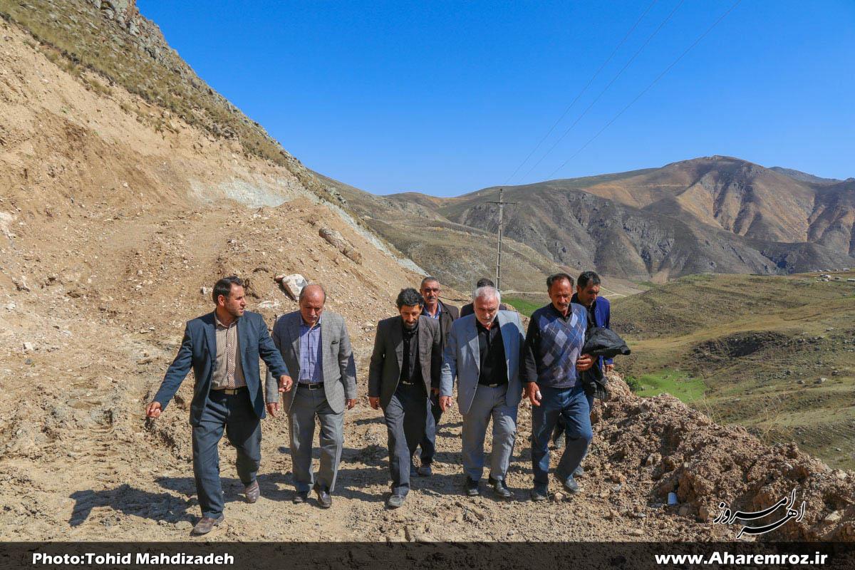 تصویری/ بازدید نماینده اهر و هریس در مجلس از جاده مسدود شده روستای سراجه لو و دیدار با اهالی روستا