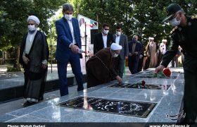 تصویری/ غبارروبی مزار شهدای شهرستان اهر به مناسبت هفته قوه قضائیه