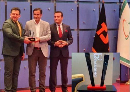 دریافت تندیس مدیریت خلاق در توسعه کسب و کار بوسیله شرکت نوآوران مس توسط مهندس سید جلال عطایی