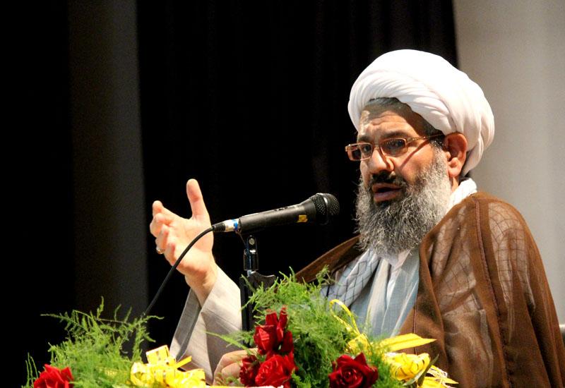 ایمان، اراده و روحیه جهادی دشمن را مجبور به عقبنشینی میکند/ تحریمها با تحقق اقتصاد مقاومتی شکسته میشود