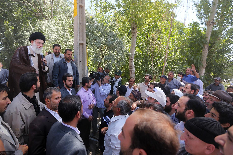 بیانات رهبر انقلاب در گفتگو با مردم مناطق زلزلهزده روستای اورنگ اهر