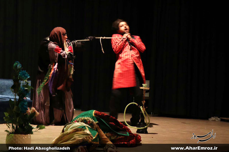 نمایش گروه ملی تئاتر جمهوری آذربایجان در اهر بهروی صحنه رفت