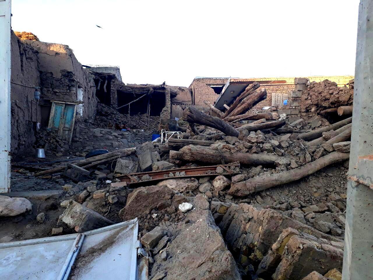اعزام ۷ تیم ارزیاب و امدادرسان هلال احمر / ارائه خدمات سرپایی به مصدومان زمین لرزه