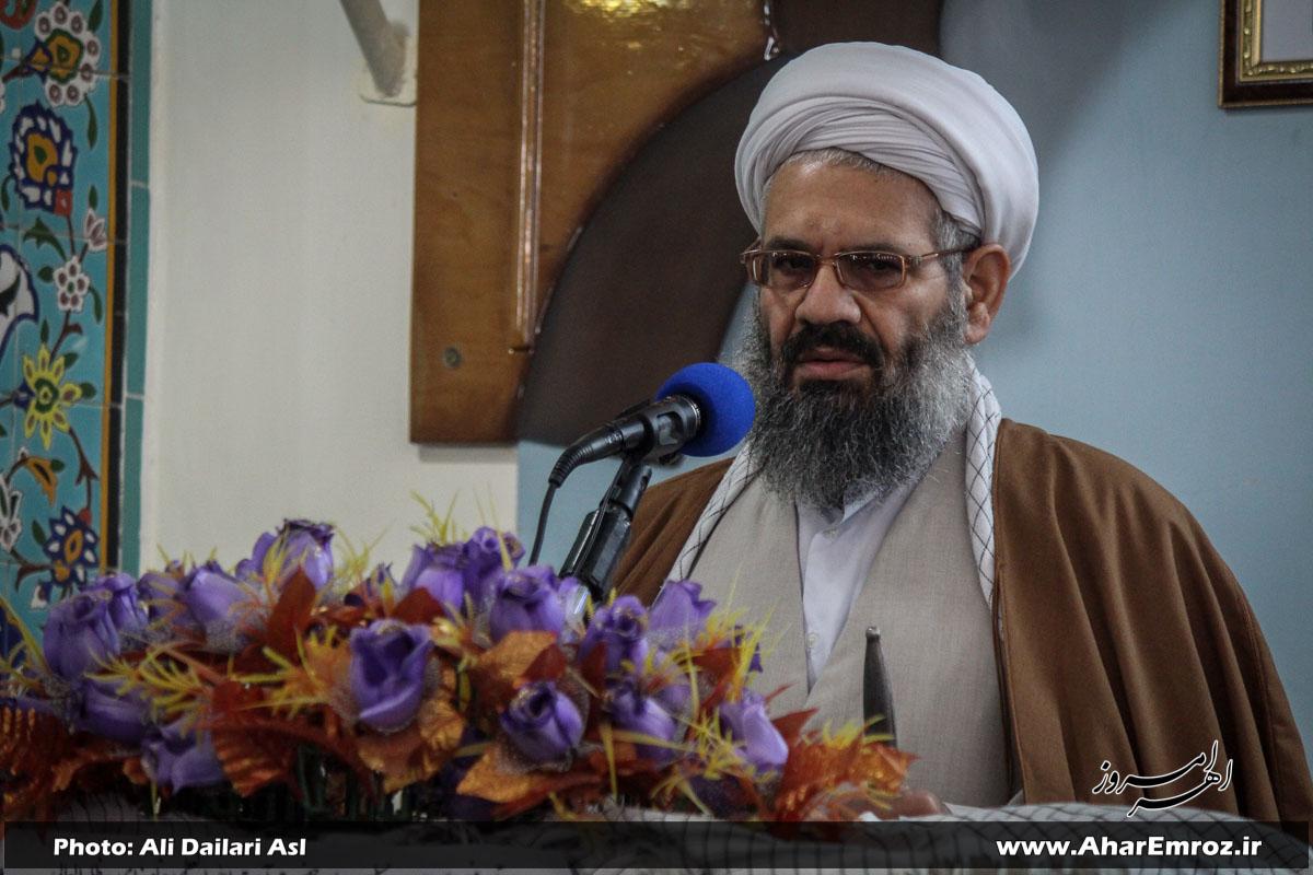 """اجتماع بسیجیان با شعار """" ما ایستادهایم """" در اهر برگزار میشود/ پوشیدن لباس تنگ برای مسلمانان عیب است"""