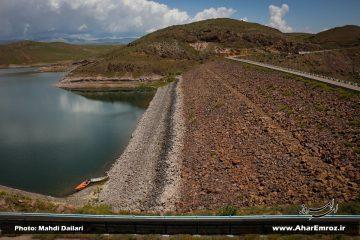 تنها ۳۲ میلیون مترمکعب از حجم ۱۳۰ میلیونی سد ستارخان اهر  پر شده/ بخش اعظمی از ظرفیت این سد خالی است