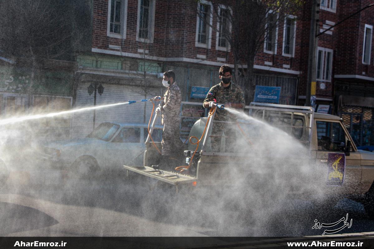 ضدعفونی کل شهر اهر توسط یگان جنگ نوین سپاه؛ بسیجیانی که بیش از یک ماه است به خانه نرفته اند